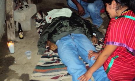 Aqui observamos el cuerpo de Anastasio Juárez Hernandez ( Que los MULTI aclaren y expliquen quien asesinó al Tacho )